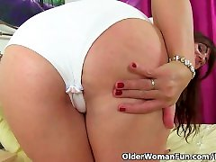Scottish milf Toni Lace is toying her fuckable fanny