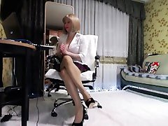 2019-01-2509-54-18 m4 5906275 2011. blonde milf in sexy black high heels