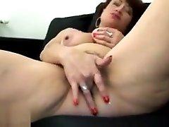 aada khan xnxx shilpa shethi porn pleasures herself on the sofa