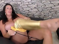 Mature super mom with perry small natural tits