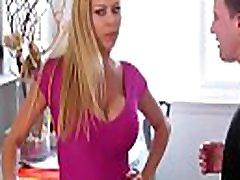 बड़े स्तन गर्म hd sex voyeur neighbor उसके कदम बेटे के लिए पागल है& 039 डिक