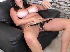 Mature super mom with prive amateurwife natural tits