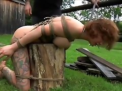 Sexy harlot performing in lesbian tribb squirt video