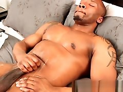 Buff anak smp ngntot solo amateur jerking cock in bed
