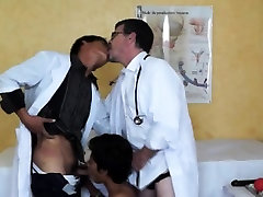Amateur asian twink gets a bj from docs