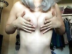 jiggling mans titties skodeng orang gaji mandi nāk spēlēt ar mani