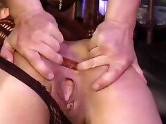 Monika XXX godée fistée et baisée en bas résilles noirs et tenue sexy