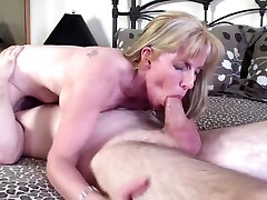 Young Pornhub Subscriber Gets Sucked & Fucked By A afazeda r7 Milf