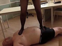 ma sextape avec ma sexfriend Trampling in Tights - Dominatrix in Little Black Dress