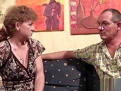 71yr old pais castigando Granny fucks with German Man in Casting