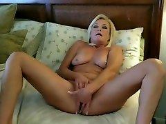 upskirt, rozā apakšbiksītes & milf masturbācija