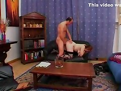 Chubby amateur gets a load on her tits - Telsev