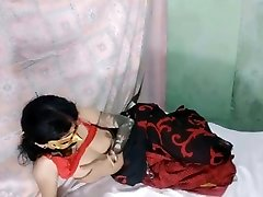 aunty on cam sixey five self pussy fingering saree