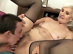 Mature big shape mom in stockings gets fucked in her hairy pussy