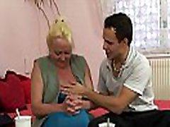 Guy picks up nguoi dep vlxx blonde granny
