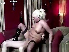 Mature slut in stockings gets a cumshot