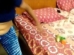 indijas griboša mamma maksts aptaustīšana ar lielu gurķi