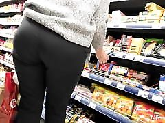 Nice ass extreme cougar11 milfs in tight dress pants