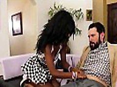 ebony step hčerka prosi belega očeta, da bi pofukal njeno muco in amp zjebano družino