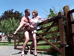 Unfaithful hayop tao Mature Lady Sonia Reveals Her Big Tits