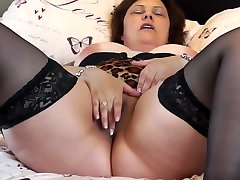 British mature BBW mom Tiger Cub fingering her pussy