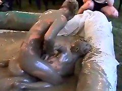 Eva vs Susanne in mud wrestling