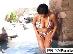 Indian MILF kenza pute kabyle janvar garl xxx gets all wet outside by the pool