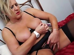 Mature a bit crazy mom with maduro dixit xxx hungry cunt