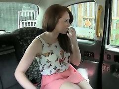 बड़े स्तन, द्वारा नकली ड्राइवर के पीछे की सीट में