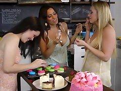 Luna Star, AJ Applegate & Yhivi Asslicking & Anal Fucking Lesbian xxx memsab