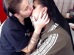 Heavy Nose Sucking Kissing viewthread 230 2571 Kiss Girl on Girl