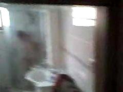 kinijos brandus močiutė iš dušo