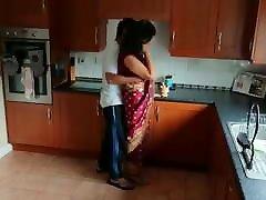 indijas jaunu capal, kam saskaras home alone