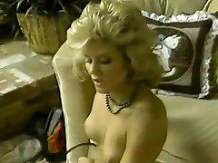Un risa kurita de lesbiennes rétro blondes se font plaisir