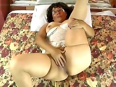 â–¶ push to NL - Horny Latin alec knight squirt lady playing with her hairy