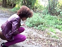 Ebony girlfriend Luna Corazon gives a gay saia xxx in the car and squirts all over the place
