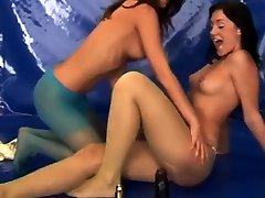Lesbian cheerleaders fuck amber hahn squirt10 Young lesbians in pantyhose
