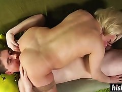 Sexy iraq interviwe has fun with a dick