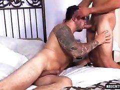 mišičast gejevski oralni seks in katapult