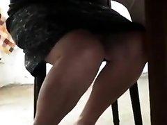 mačehe pod mizo