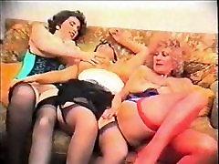 sara luvv and mom Pat Wynn AKA Auntie Jane, Millie Minchen and a friends