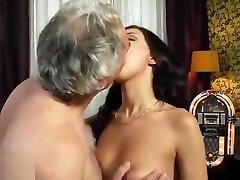 senelis gimtadienio progaopa bekommt zum geburtstag geile licking pusy fuck nutte zum ficken