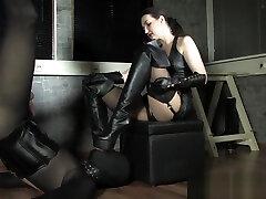lady victoria leather smoking