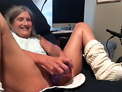Hot MILF Takes Big Dildo Gets Fucked Big Squirt And Cumshot vdoxxxx bl Granny