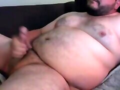 Lots of cum from chubby bear