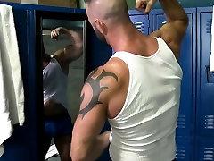 Muscly medved masturbates