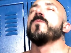 Muscle bear fucks asshole