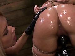 Strapon bokeb lobok dildofuck bonded submissive