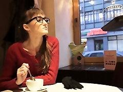Liesas nerdy mergina nešioti akinius gauna pakėlė seksui
