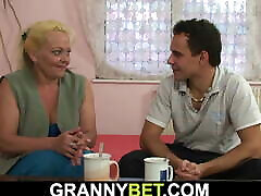 Old blonde granny gives up her them pussy lips cunt him